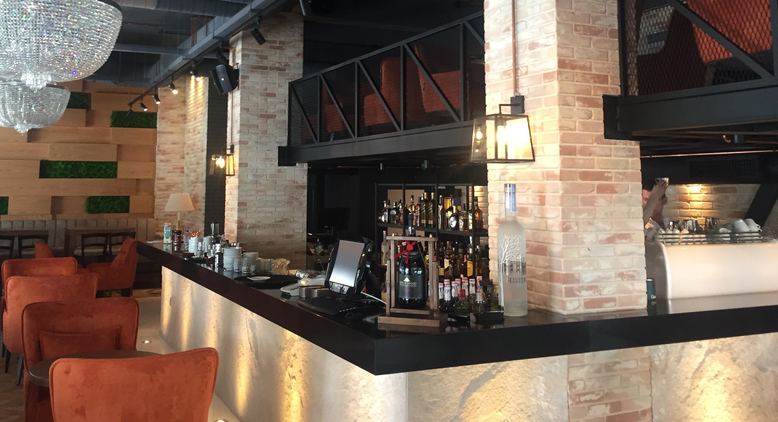 Imitazione Mattone Pannelli per Cappotto - Finti MattoniBlack Pearl Lounge Bar docorato con i pannelli decorativi di Dekor Italy.